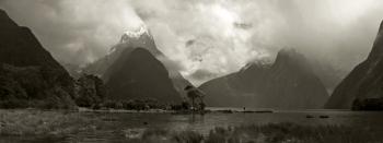 Mitre_Peak_Milford_Sound___NZ_Scenery