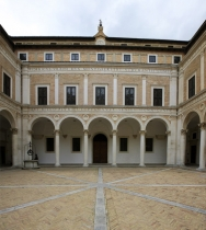 Courtyard_of_Palazzo_Ducale_Ducal_Palace,_Duke_Federico_da_Montefeltro,in_Urbino_Marches_Italy