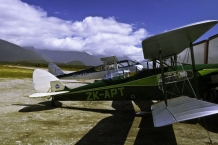 DH_83_amp;amp;_DH_84_Gipsy_Moth_and_Dragon_Fly_at_Haast_Aerodrome_December_2009