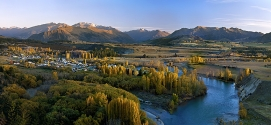 Autumn_Colours_in_Central_Otago_Sunrise_over_the_Clutha_River_near_Albert_Town