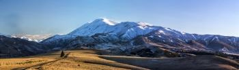 Mt_St_Bathans_from_the_St_Bathans_Downs_Road