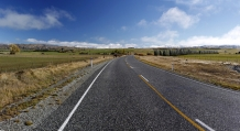 Highway_from_Ranfurly_to_Alexandra_SH_85_at_the_turn_off_to_Oturehua_and_Ida_Valley_after_hoare_frost_Mt_St_Bathans_in_the_distance_Hawkdun_Range_amp;_Home_Hill